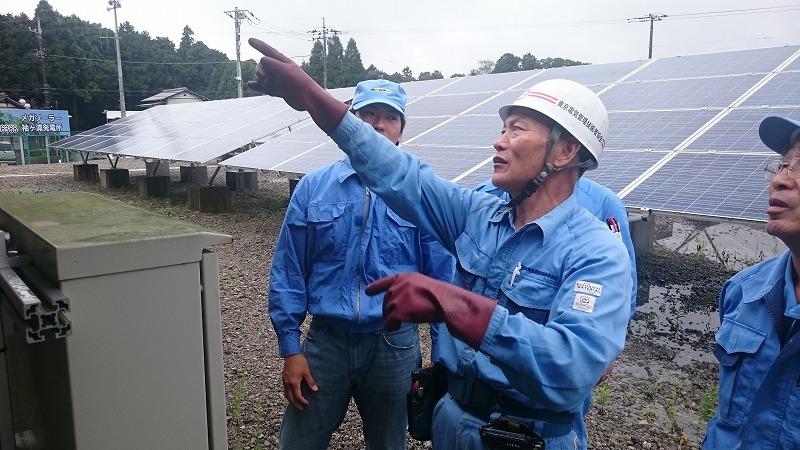 ソーラーSATの発電所での点検