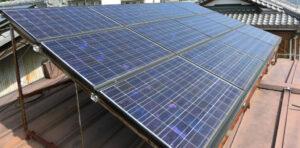 住宅屋根のソーラーパネル